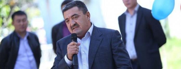 Албек Ибраимов с микрофоном